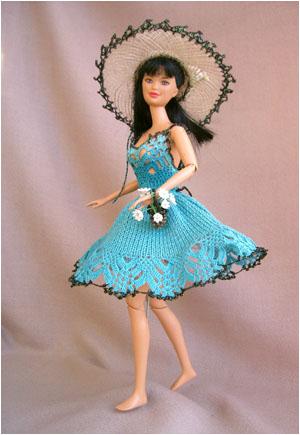 См.сайт.  Галерея вязаных костюмов для кукол Барби http...